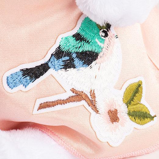 Кошечка Ли Ли в нежно-розовом платье с птичкой