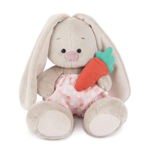 Зайка Ми в панталончиках и с морковкой